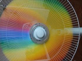 如何制作彩虹风扇的做法 儿童自制彩虹的方法实验