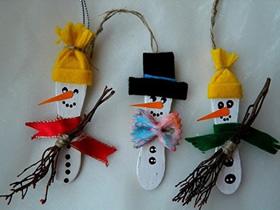 冰棍棒雪人制作方法 幼儿手工制作雪人教程