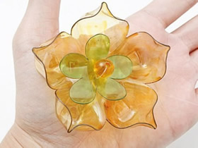 如何自制塑料花的方法 塑料瓶做花的图解教程