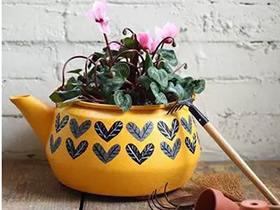 旧烧水壶改造DIY花盆 自制水壶造型花盆的方法