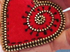 坏掉的拉链怎么利用 手工制作漂亮爱心小饰品
