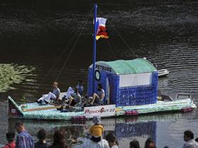 怎么用塑料瓶制作小船 饮料瓶手工制作小船