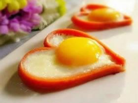怎么做爱心煎蛋的方法 煎出爱心蛋的做法图解