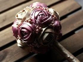 怎么做缎带玫瑰花图解 缎带手捧花手工制作