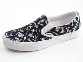 怎么改造白色帆布鞋 蕾丝布改造帆布鞋图解