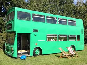 双层巴士改造旅馆图片 旧公交车DIY移动旅馆