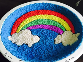 怎么做彩虹餐盘画 卫生纸当颜料制作餐盘画