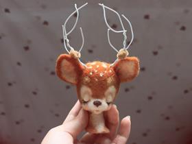怎么做羊毛毡梅花鹿 手工羊毛毡梅花鹿装饰品