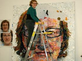 怎么用瓶盖拼人物肖像 塑料瓶盖制作肖像画