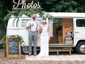 旧面包车改造精致小店 边旅行边把钱赚了!