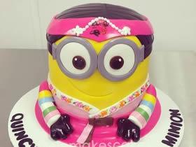 创意小黄人蛋糕DIY图片 怎么忍心对它下嘴!