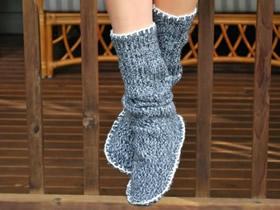 旧毛衣做家居保暖鞋 旧物改造制作保暖鞋子