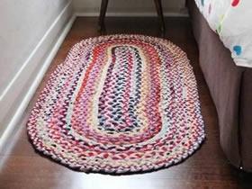 旧T恤怎么编织地毯图解 布条手工编地毯教程