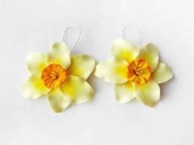 粘土怎么做可爱的小花 粘土花制作耳环图解