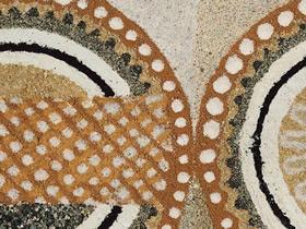 收集世界各地的沙子 创作出民族特色的沙画