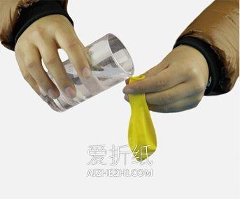 简单有趣的浮力小实验 让气球在水中浮起沉下- www.aizhezhi.com