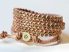 怎么编织皮绳螺帽手链 朋克风皮绳手链的编法