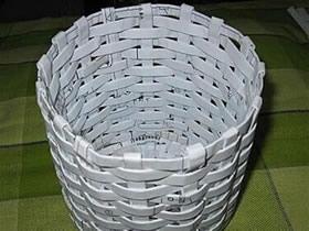 怎么用纸编垃圾桶图解 圆形废纸篓的编织方法
