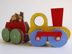 怎么做玩具火车的方法 瓦楞纸手工制作小火车