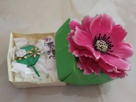 怎么折纸方形首饰盒 手工花朵礼盒的折法图解