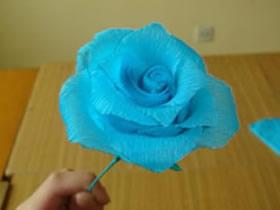 怎么做皱纹纸玫瑰花 皱纹纸手工制作玫瑰图解