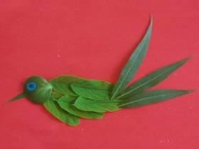怎么用树叶贴出小鸟 儿童手工树叶贴画小鸟