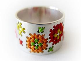 金属指环上刺绣 手工打造的超美戒指图片