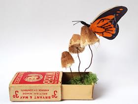 回收的纸与天然染料制作而成的逼真纸雕作品