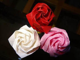 怎么折纸卷心玫瑰图解 手工卷心玫瑰花的折法