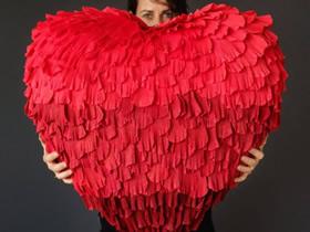 怎么做超大的立体爱心 皱纹纸制作红色心形