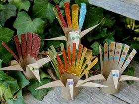 怎么做简单孔雀的方法 卫生纸卷纸芯制作孔雀