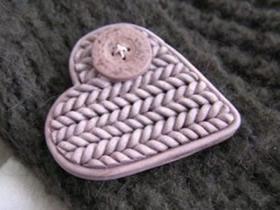 怎么做粘土胸针的方法 超轻粘土制作爱心胸针