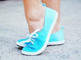 怎么改造旧的帆布鞋 手工帆布鞋染色改造方法