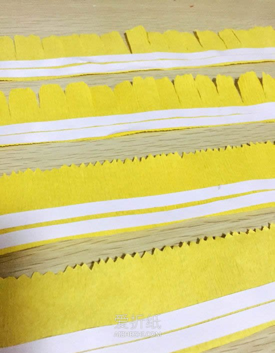 怎么用皱纹纸做母亲节康乃馨花的手工制作教程- www.aizhezhi.com