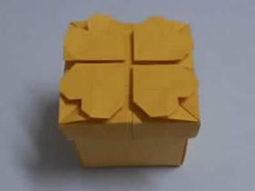 怎么折纸正方形四叶草礼品盒的折法图解