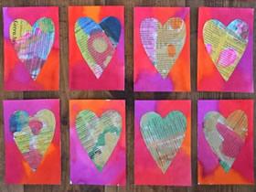 怎么用旧报纸做教师节爱心卡片的方法图解