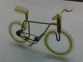 怎么用铜丝做迷你自行车模型的手工教程