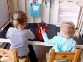 怎么把旧的婴儿床改造制作儿童桌的方法图解