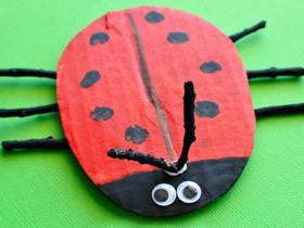 幼儿怎么用硬纸板制作七星瓢虫的教程