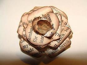 怎么用旧报纸手工制作复古玫瑰花的方法图解