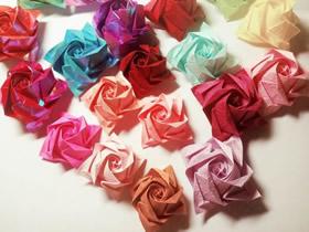 怎么折纸卷心玫瑰花的详细折法步骤图解