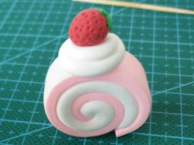 怎么做超轻粘土草莓蛋糕卷的制作图解教程