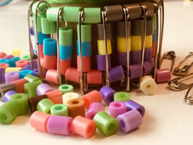 怎么用别针做串珠手镯的制作方法图解教程
