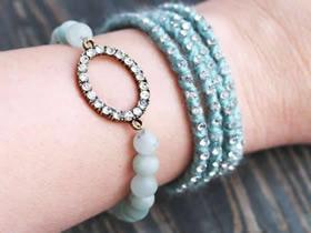 怎么用水钻和珠子做串珠手链的制作图解