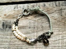 怎么做皮革风串珠手链的制作方法图解