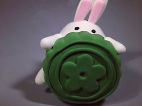 怎么做中秋节抱着月饼的小白兔粘土制作教程