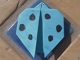 幼儿怎么简单折纸七星瓢虫的折法图解