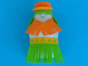 怎么用酸奶瓶做胖女郎人偶的手工制作教程