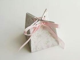 怎么折纸婚礼喜糖盒的折法图解简单又漂亮