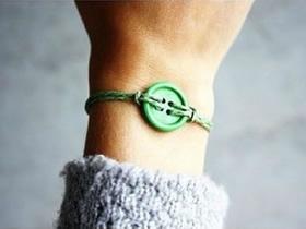 怎么做最简单纽扣手链的制作方法图解